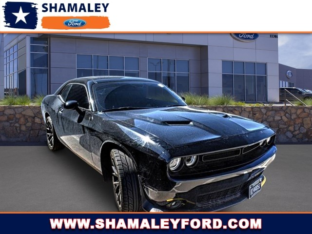 Pre-Owned 2016 Dodge Challenger R/T Shaker